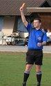 Schiedsrichter gibt rote Karte in Dornheim