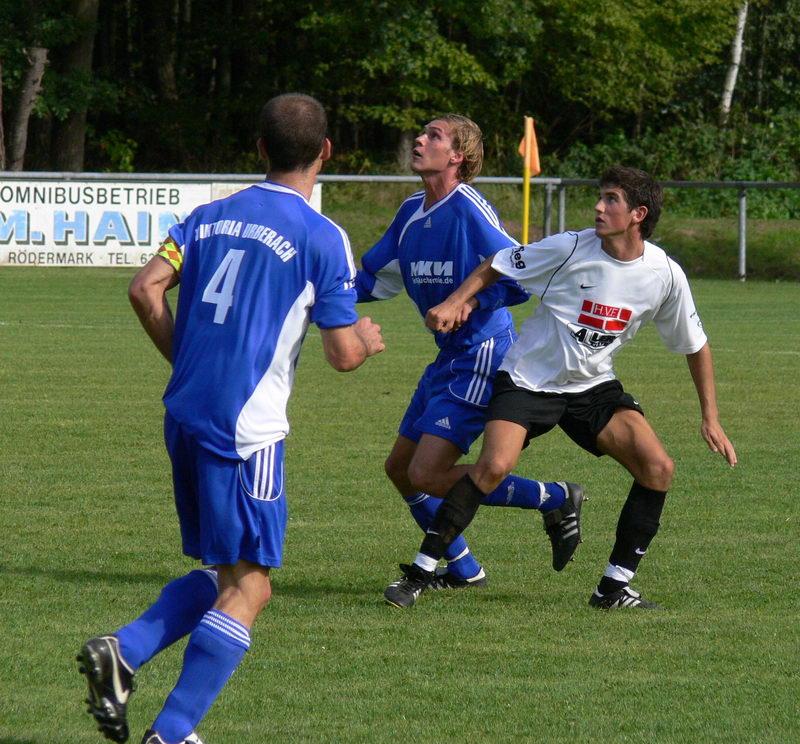 Rudi Hübner in Erwartung des Balles